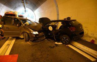 Heftiger Frontalunfall im Tunnel Wegerhaus / Zillis GR