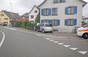 Scherzingen TG - Lenker (70) kollidiert mit Zaun und Haus