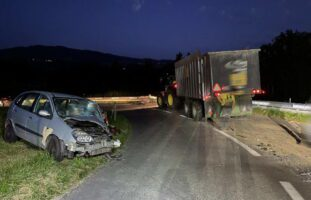 Autofahrer ohne Führerausweis baut Unfall mit Traktor in Autigny FR