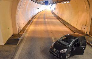 Verkehrsunfall zwischen zwei Fahrzeugen im Kirchenwaldtunnel in Hergiswil