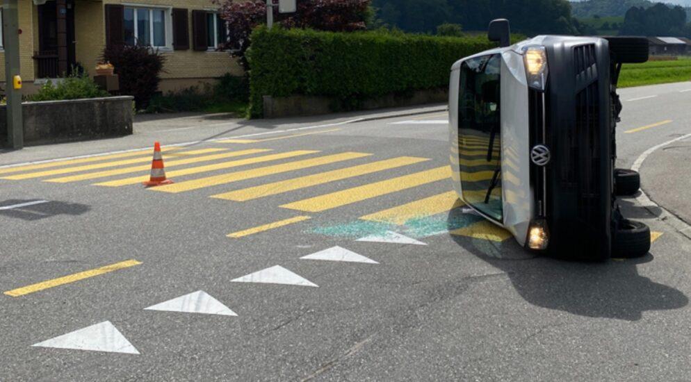 Wikon LU - Kollision zwischen Auto und Lieferwagen