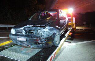 Stadt SH: Auto prallt in Leitplanke