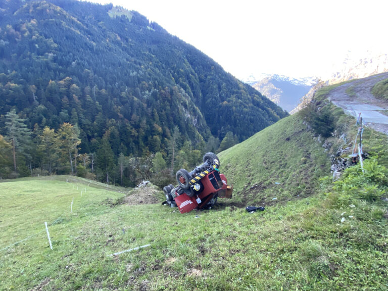 Fl-elen-UR-30-j-hriger-Mann-verletzt-sich-bei-Selbstunfall-mit-Lastwagen-erheblich